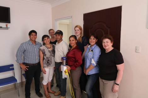 Nancy and Franklin Espinal with the study tour participants – Photo: Pedro Genaro